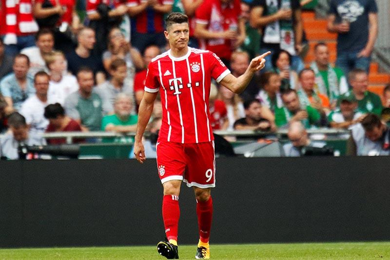 Bayern Munich's Robert Lewandowski celebrates scoring their first goal in the Bundesliga match between SV Werder Bremen and Bayern Munich, in Bremen, Germany, on August 26, 2017. Photo: Reuters