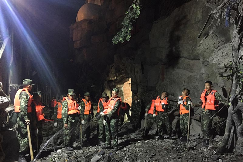 Chinese paramilitary police search for survivors after an earthquake in Jiuzhaigou county, Ngawa prefecture, Sichuan province, China, on August 9, 2017. Photo: CNS/Chen Yunhua via Reuters