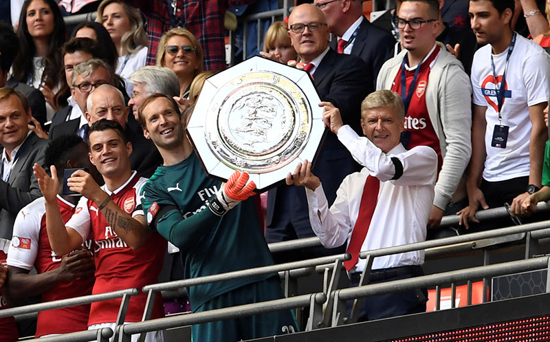 Arsenal manager Arsene Wenger lifts the community shield with Petr Cech. Photo: Reuters