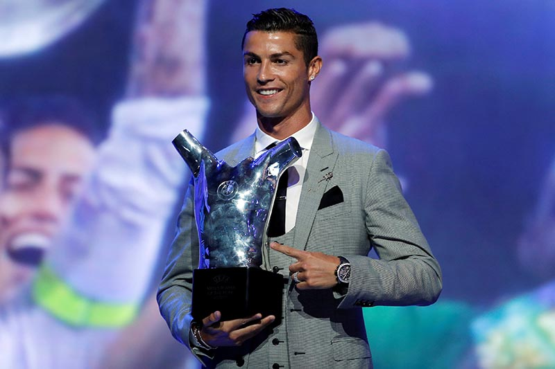 Real Madrid's Cristiano Ronaldo holds the trophy after winning the UEFA Men's Player of the Year award, in Monaco, on August 24, 2017. Photo:Reuters