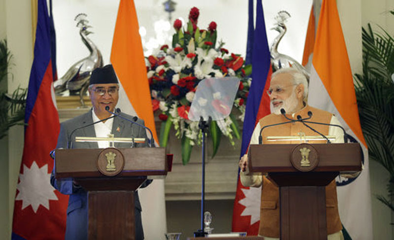 Indian Prime Minister Narendra Modi, right, makes a media statement with his Nepalese counterpart Sher Bahadur Deuba after their delegation level meeting in New Delhi, Thursday, August 24, 2017. Photo: AP