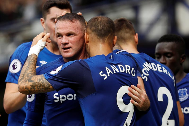 Everton's Wayne Rooney celebrates scoring their first goal with team mates in Premier League match betwen Everton and Stoke City, in Liverpool, Britain, on August 12, 2017. Photo: Action Images via Reuters