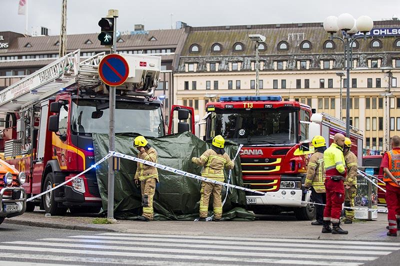Rescue personnel cordon the place where several people were stabbed, at Turku Market Square, Finland, on August 18, 2017. Photo:  LEHTIKUVA/Roni Lehti via Reuters