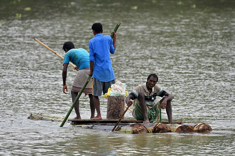 Villagers row on a makeshift raft as they try to move to safer places at a flooded village in Nagaon district, in the northeastern state of Assam, India August 16, 2017. Photo: Reuters
