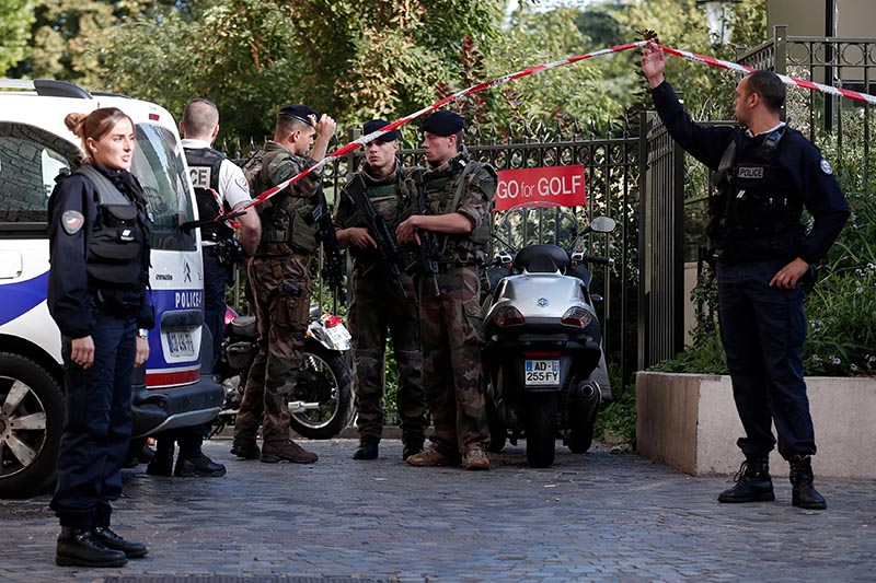 Police and soldiers secure the scene where French soliders were hit and injured by a vehicle in the western Paris suburb of Levallois-Perret, France, on August 9, 2017. Photo: Reuters