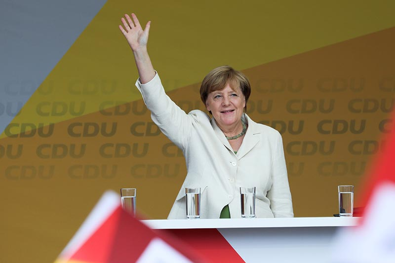 German Chancellor Angela Merkel a top candidate for or the upcoming general elections of the Christian Democratic Union party (CDU) waves to supporters during an election campaign rally in Quedlinburg, Germany, on August 26, 2017. Photo: Reuters