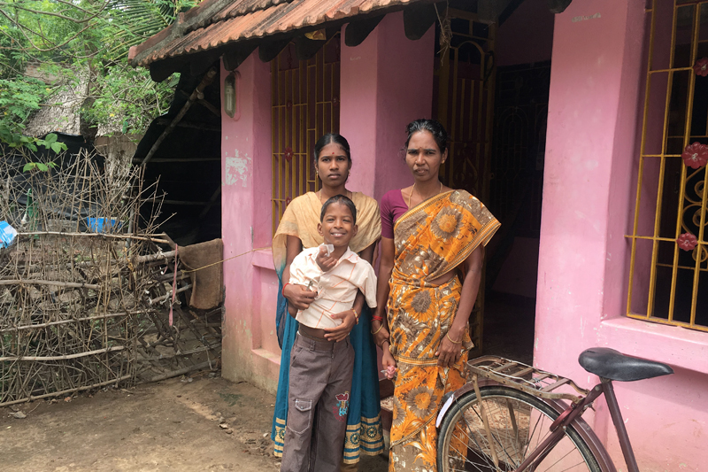 Kavita stands with her youngest daughter outside their home after her husband, a landless farmer, died last year when the crops failed amidst the worst drought in more than a century in Nagapattinam, India. July 7, 2017. Photo: Reuters