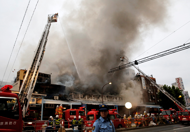 Firefighters operate at the fire site at Tokyo's Tsukiji fish market in Tokyo, Japan, on August 3, 2017. Photo: Reuters