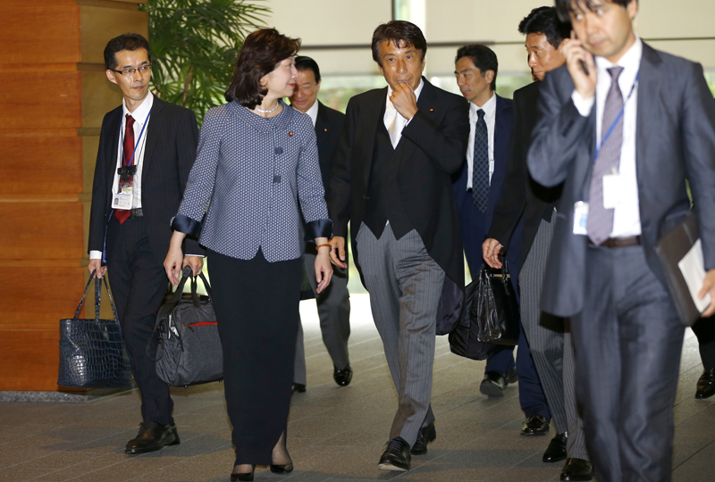 Japan's new Internal Affairs and Communications Minister Seiko Noda, second from left, chats with Agriculture, Forestry and Fisheries Minister Ken Saito, center, leave the prime minister's official residence for the Imperial Palace to attend the attestation ceremony in Tokyo, Thursday, August 3, 2017. Photo: AP