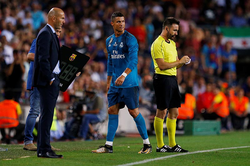 Real Madridu2019s Cristiano Ronaldo walks off dejected past coach Zinedine Zidane after being sent off in Spanish Super Cup First Leg match between Barcelona and Real Madrid, in Barcelona, Spain, on August 13, 2017. Photo: Reuters