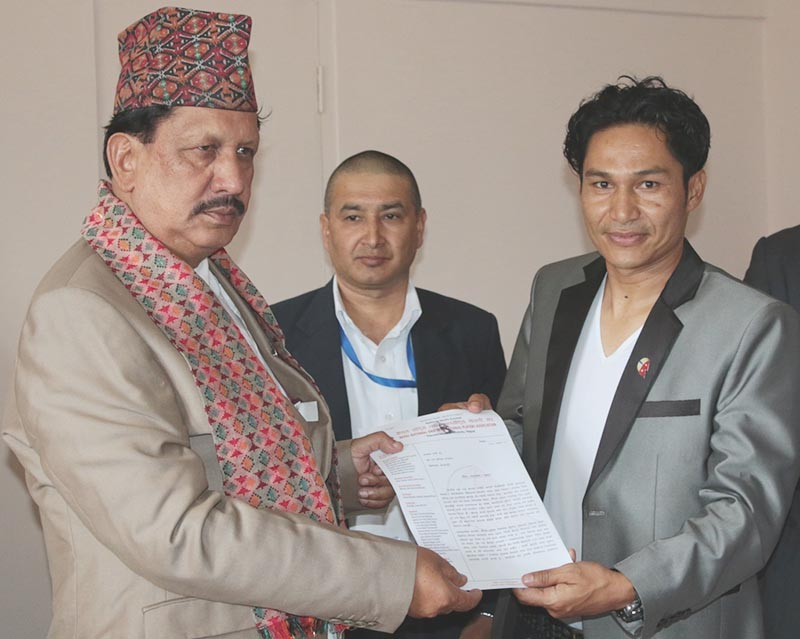 Minister for Youth and Sports Rajendra Kumar KC receives the memorandum from NNIPA President Deepak Shrestha (right) in Kathmandu on Friday, August 4, 2017. Photo: THT