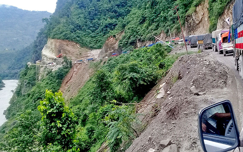 Vehicles are seen stuck in a jam at Kaalikholi along the Muglin-Narayangardh road section, on Saturday, August 20, 2017. Photo: RSS