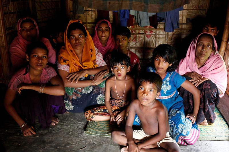 A group of Rohingya refugees takes shelter at the Kutuupalang makeshift refugee camp, after crossing the Myanmar-Bangladesh border today in Coxu2019s Bazar, Bangladesh,on August 26, 2017. Photo: Reuters
