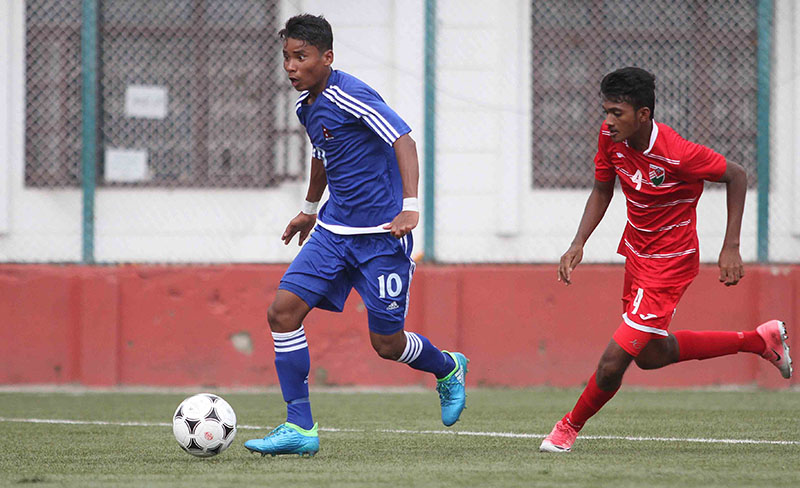 Nepali player dribbles past Maldivian player during SAFF U-15 Championship in ANFA Complex in Lalitpur, on Monday, August 21, 2017. Photo: THT
