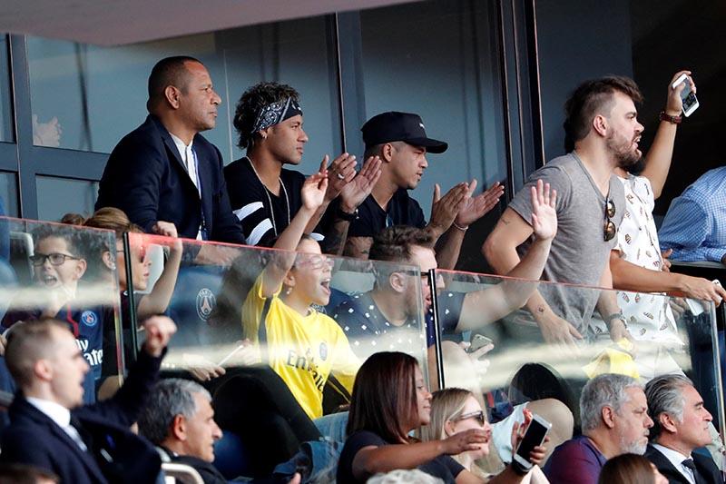 Paris Saint-Germainu2019s Neymar reacts to Javier Pastore scoring their second goal in the France Ligue 1 match between Paris St Germain and Amiens SC, in Paris, France, on August 5, 2017. Photo: Reuters