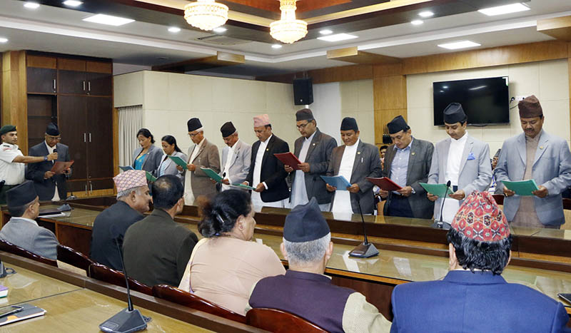 PM Deuba administers oath of office and secrecy to newly appointed State Ministers at the Office of Prime Ministers and Council of Ministers in Singha Durbar, Kathmandu, on Tuesday, August 22, 2017. Photo: RSS