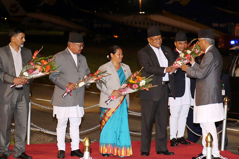 PM Sher Bahadur Deuba being welcomed by DPM Bijaya Kumar Gachaddar and other members of parliament upon his arrival at the Tribhuvan International Airport in Kathmandu, on Sunday, August 27, 2017. Photo: RSS