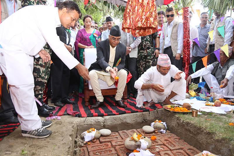 PM Deuba lays a foundation stone of 4-lane bridge over Mahakali River in Kanchanpur district, on Thursday, August 31, 2017. Photo: RSS