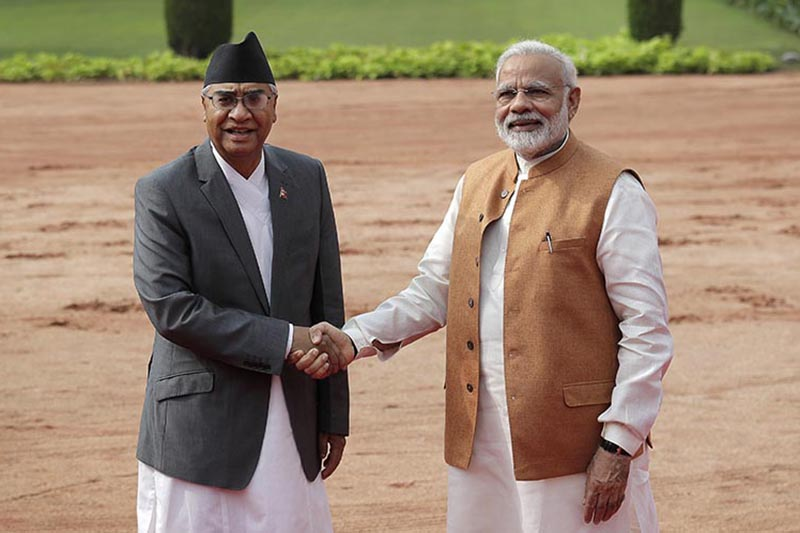 Indian Prime Minister Narendra Modi (right) poses with his Nepai counterpart Sher Bahadur Deuba for a photo at the Rashtrapati Bhavan in New Delhi, India, on Thursday, August 24, 2017. Photo: AP