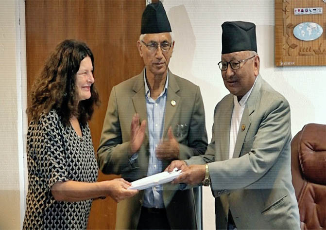 EU Ambassador to Nepal Rensje Teerink hands over the agreement of the SSDP to Ministry of Education Gopal Man Shrestha in Kathmandu, on Friday, August 25, 2017. Courtesy: EU