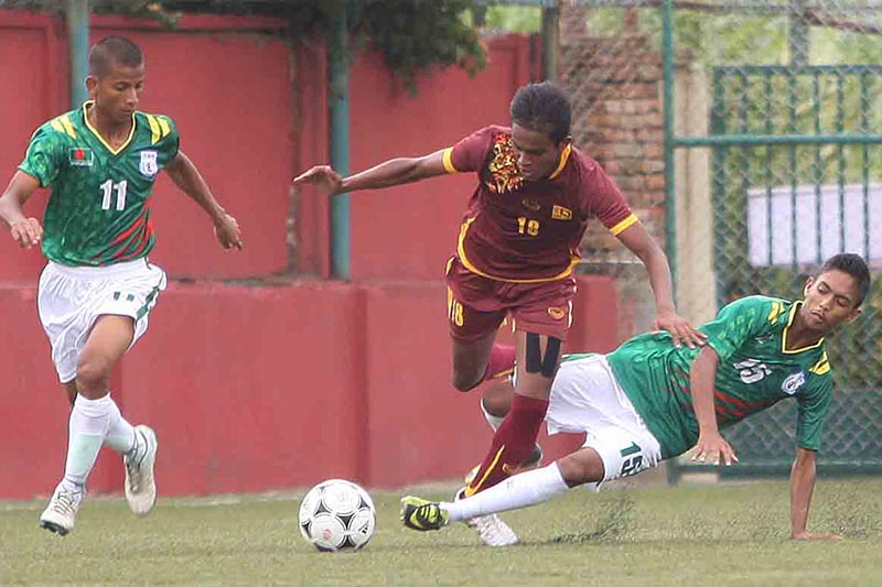 Players of Bangladesh and Sri Lanka (centre) vie for the ball during their SAFF U-15 Championship match at the ANFA Complex grounds in Lalitpur on Friday, August 18, 2017. Photo: THT