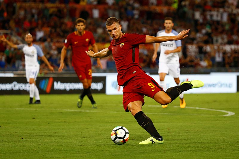 AS Roma's Edin Dzeko in action in Serie A match between AS Roma and Inter Milan, in Milan, Italy, on August 26, 2017. Photo: Reuters