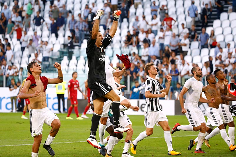 Juventusu2019 Gianluigi Buffon and teammates celebrate after the Serie A match between Juventus and Cagliari, in Turin, Italy, on August 19, 2017. Photo: Reuters