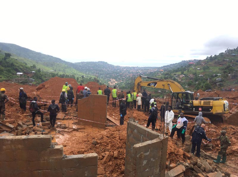 Rescue workers are pictured after a mudslide in the mountain town of Regent, Sierra Leone, on August 14, 2017, in this image obtained from social media.  Photo: UN/Linnea Van Wagenen/Social Media via Reuters