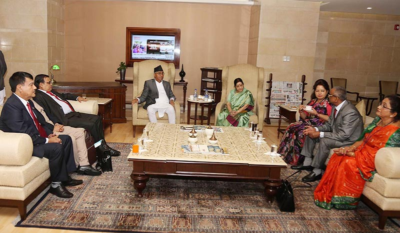 Indian External affairs Minister Sushma Swaraj (centre right) receives Prime Minister Sher Bahadur Deuba leading a 50-member delegation, at the Indira Gandhi International airport in New Delhi, India, on Wednesday, August 23, 2017. Photo: RSS
