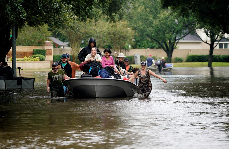 People evacuate by boat from the Hurricane Harvey floodwaters in Houston, Texas August 29, 2017. Photo: Reuters