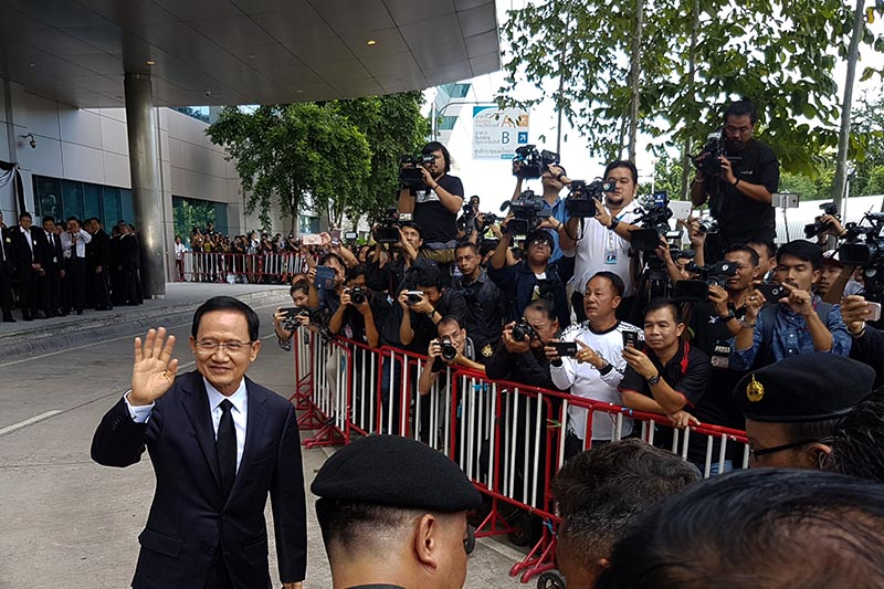 Former Thai prime minister Somchai Wongsawat (left) greets supporters as he arrives at the Supreme Court in Bangkok, Thailand, on August 2, 2017. Photo: Reuters