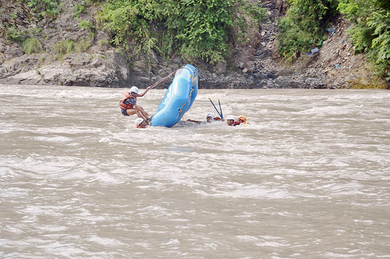 Armed Police Force personnel conducting rescue training in the waves of Trishuli river, on Friday, August 18, 2017. Photo: RSS
