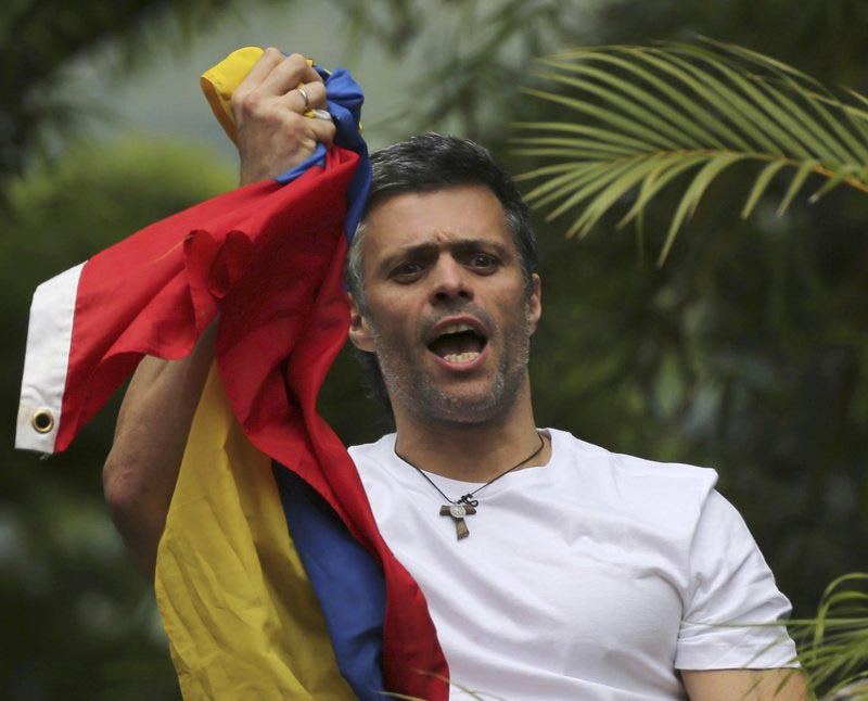 Venezuelau2019s opposition leader Leopoldo Lopez holds a national flag as he greets supporters outside his home in Caracas, Venezuela, on Saturday, July 8, 2017. Photo: AP
