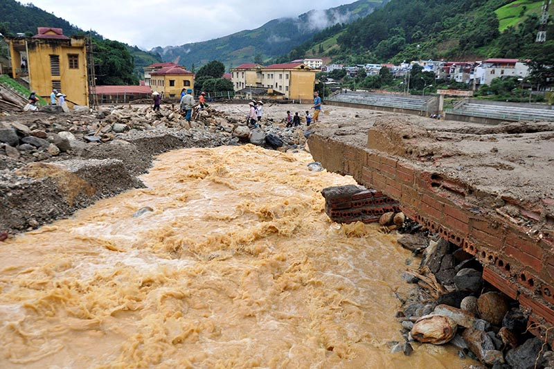 A bridge damaged by floods is seen in Mu Cang Chai district, in northern Yen Bai province, Vietnam, on August 4, 2017. Photo: VNA via Reuters