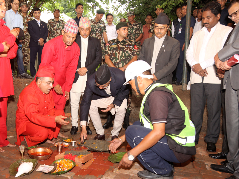 Prime Minister Sher Bahadur Deuba lays the foundation stone for the new building of the Defence Ministry in the premises of Singhadarbar, Kathmandu, on Wednesday, August 09, 2017. Photo: RSS