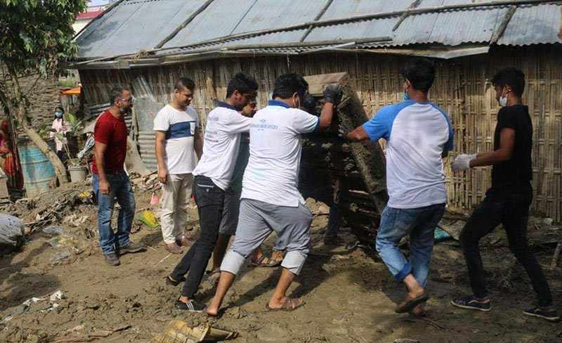 Youths carrying out sanitation work before rehabilitating flood victims to their houses, in Biratnagar, Morang district, on Tuesday, August 22, 2017. Photo: THT