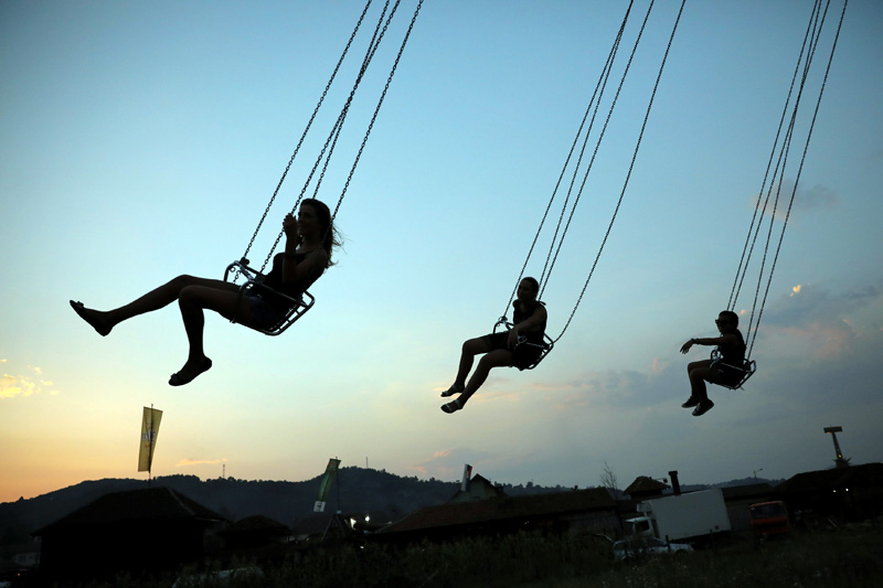 People enjoy themselves in luna park during the 57th Brass Band Festival, in the village of Guca, Serbia August 11, 2017. Photo: Reuters