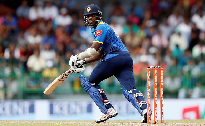 Sri Lanka's Angelo Mathews watches his shot. Photo: Reuters