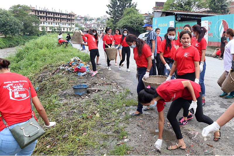Contestants of the miss air hostess competition taking part in the Bagmati Clean-up Mega Campaign which entered its 225th week, on Saturday, September 2, 2017. Photo: RSS
