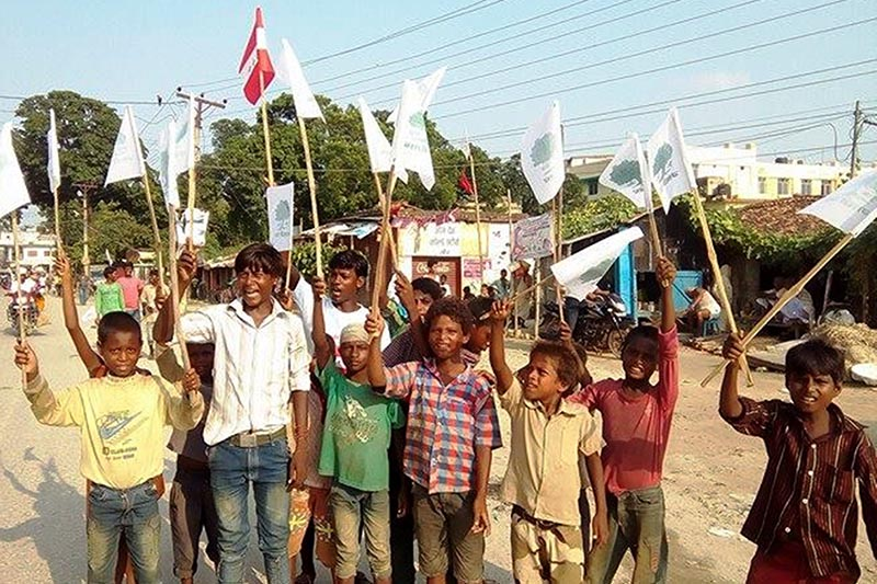Children being used during election campaigning in defiance of the election code of conduct, in Gaur, Rautahat, on Sunday, September 10, 2017. Photo: THT