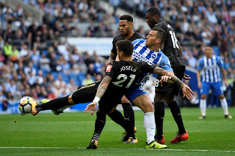Brighton's Tomer Hemed in action with Newcastle United's Joselu, Chancel Mbemba and Jamaal Lascelles during the Premier League match between Brighton & Hove Albion and Newcastle United, at Amex Stadium, in Brighton, Britain, on September 24, 2017. Photo: Action Images via Reuters