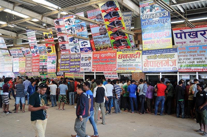 People thronging counters for tickets at Gongabu bus park, in Kathmandu, on Friday, September 8, 2017. Photo: Balkrishna Thapa Chhetri/THT