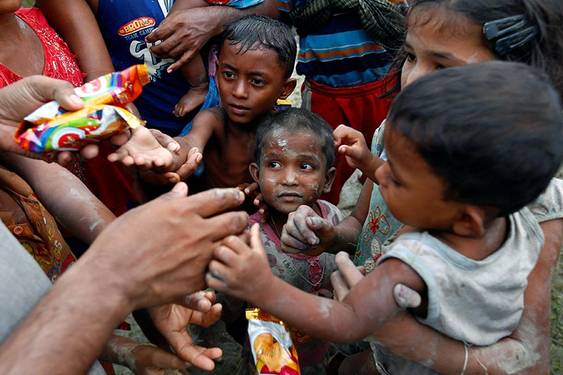 Rohingya refugees stretch their hands for food after crossing the Bangladesh-Myanmar border, in Teknaf, Bangladesh, on September 6, 2017. Photo: Reuters