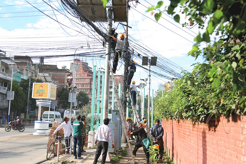 Workers cutting unmanaged overhead cables, in Maitighar, Kathmandu, on Sunday, September 3, 2017. Photo: RSS