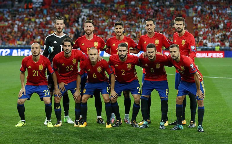 Spain pose for a team group photo before the match. Photo: Reuters