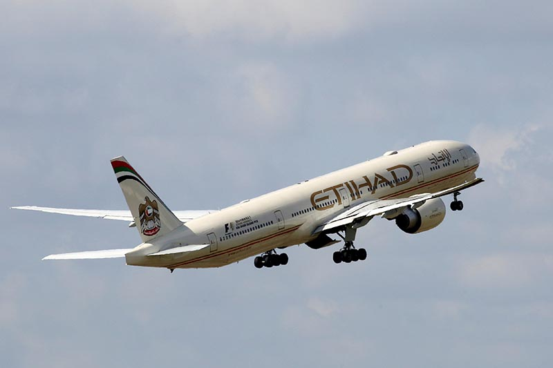 An Etihad Airways Boeing 777-3FX company aircraft takes off at the Charles de Gaulle airport in Roissy, France, on August 9, 2016. Photo: Reuters/ File