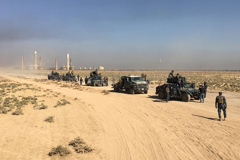 Members of Iraqi federal forces enter oil fields in Kirkuk, Iraq October 16, 2017. Photo: Stringer via Reuters