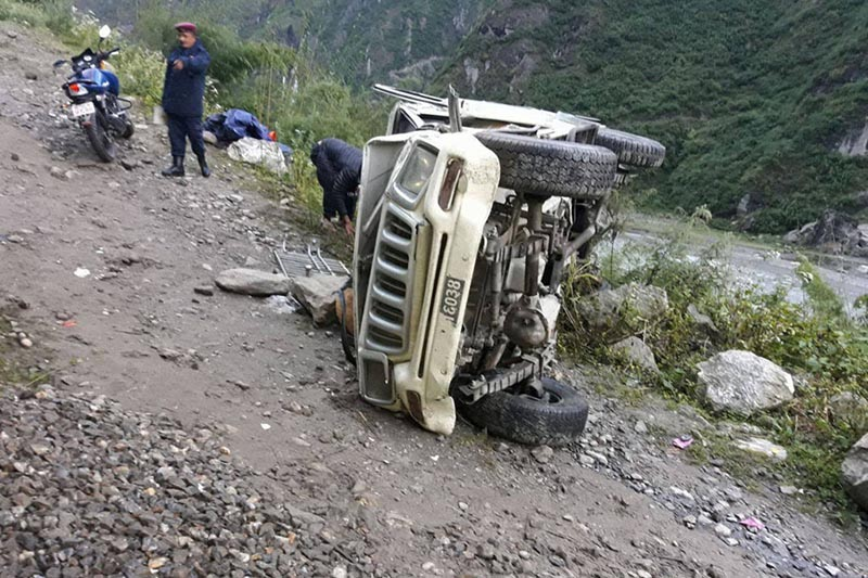 Police personnel examine the wrecked jeep (Ga 1 Ja 6034) at Taal in Nashong Rural Municipality-1 in Manang district, on Monday, October 9, 2017. Photo: Ramji Rana