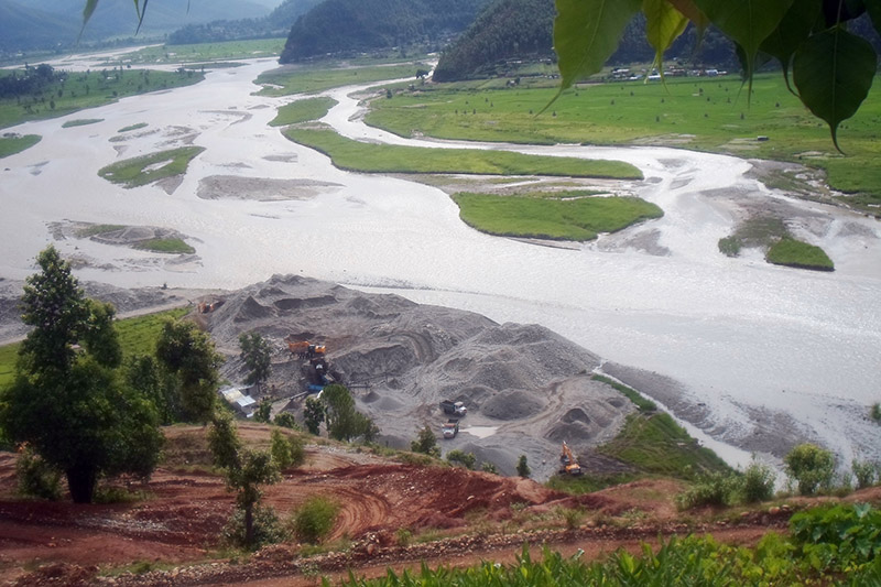 Excavators being used for illegal extraction of sand from Tadi river in Bidur Municipality, Nuwakot district, on Monday, October 2, 2017. Photo: RSS