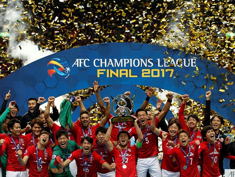 Urawa Red Diamonds' players celebrate on the podium after winning the AFC Champions League final match between Japan's Urawa Red Diamonds and Saudi Arabia's Al Hilal, at Saitama Stadium, in Saitama, Japan, on November 25, 2017. Photo: Reuters